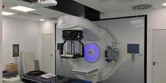 8. Técnicos del Consejo de Seguridad Nuclear evalúan el nuevo acelerador lineal del Complejo Hospitalario de Jaén