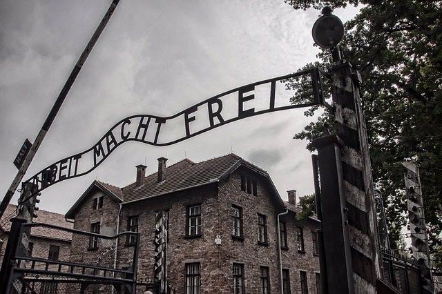 Holocaust, Auschwitz