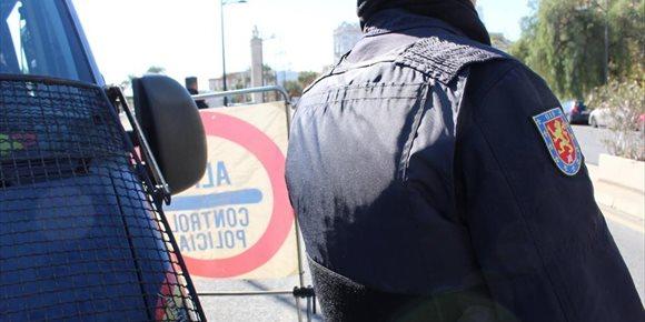 9. Detenido un hombre en València por agredir a tres personas con un destornillador y causar daños en un escaparate