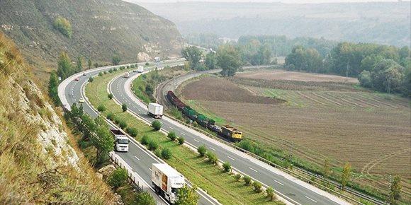 5. La autopista Burgos-Armiñón (AP-1) dispara un 58% su tráfico tras levantar el peaje
