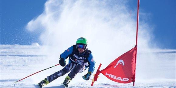 2. El granadino 'Yiyi' Castro gana las 12 horas de esquí ininterrumpido en Sierra Nevada