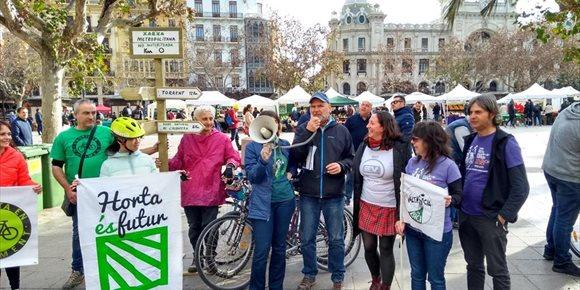 3. Entidades ciclistas reclaman que se aprovechen los caminos rurales de l'Horta para crear una red viaria no motorizada