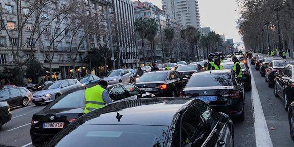 8. La concentración de VTC mantiene cortada parte de la Diagonal de Barcelona