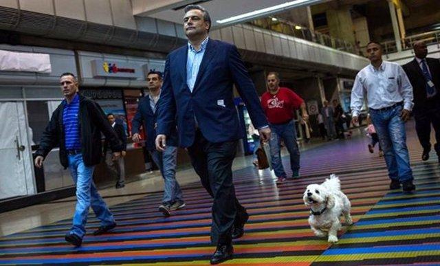 Embajador español en Venezuela volviendo a España