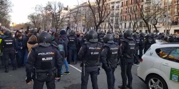 7. La Castellana en Madrid, despejada de taxis tras el desalojo de la Policía