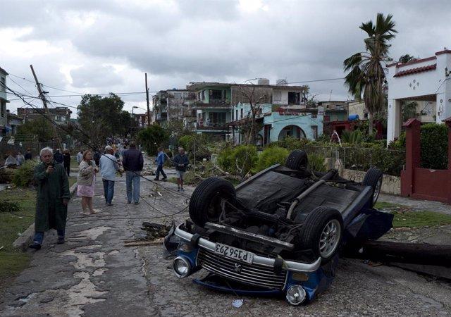 Un pequeño tornado causa estragos en La Habana