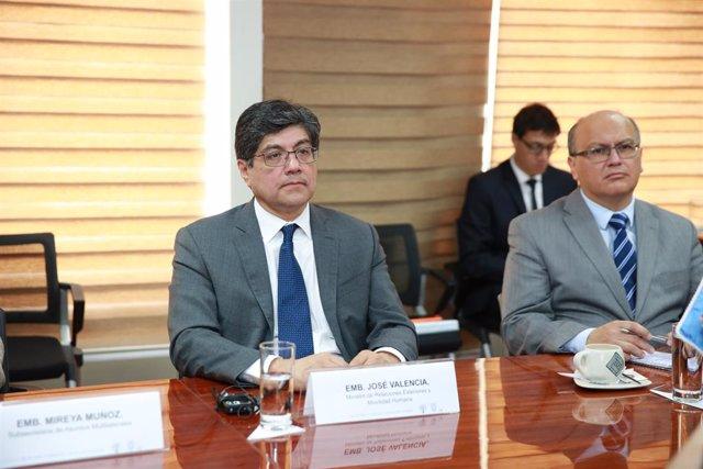 El ministro de Asuntos Exteriores de Ecuador, José Valencia