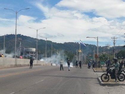 La Policía de Honduras frena las protestas contra el Gobierno de Juan Orlando Hernández