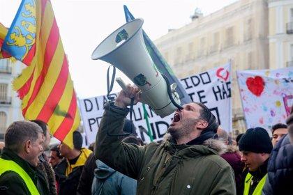 Un centenar de taxistes es concentra a l'Avinguda d'América i tornaran a manifestar-se a Génova