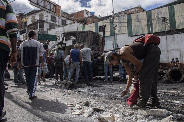 Camión quemado durante las protestas en Venezuela