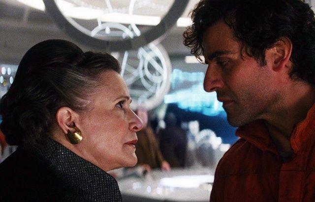 Carrie Fisher y Oscar Isaac en Star Wars: Los últimos jedi