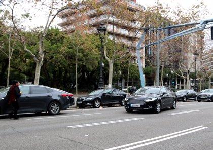 Els conductors dels VTC retiren els cotxes de la Diagonal
