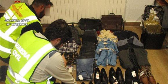 7. Dos detenidos por robar ropa en Albacete usando una caja forrada de aluminio