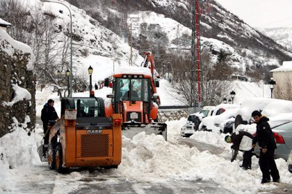Els pobles del Pallars intensifiquen la neteja dels carrers de neu i gel per tornar poc a poc a la normalitat