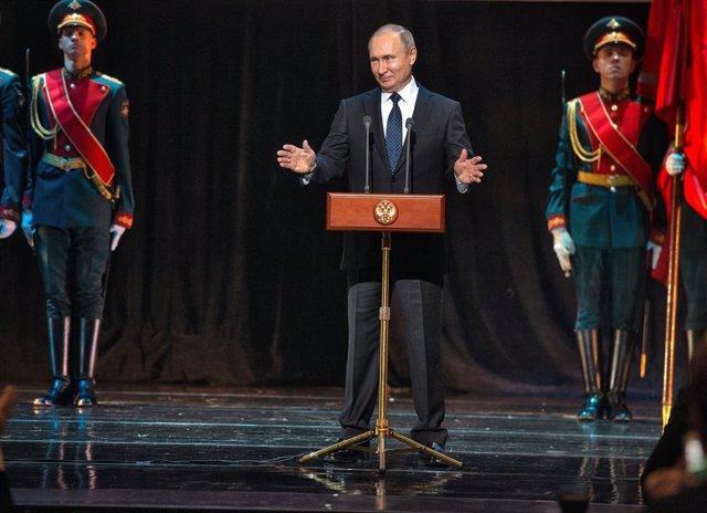 Putin attends 75th anniversary of Siege of Leningrad