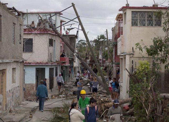 Daños causados por el paso de un pequeño tornado por La Habana