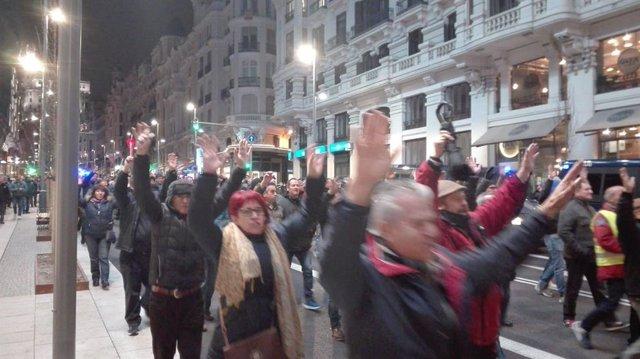 Taxistes tallen la Gran Via de Madrid