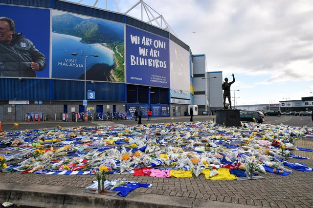 Cardiff football fans place flowers outside stadium