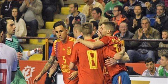 10. España se da un festín en el primer amistoso ante Hungría
