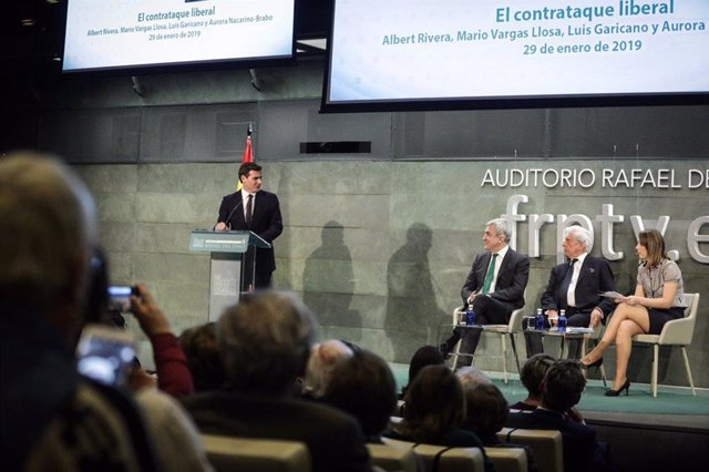 Albert Rivera, junto a Luis Garicano y Mario Vargas Llosa