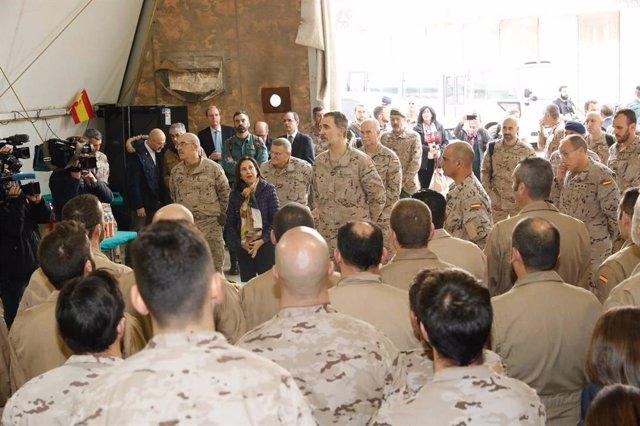 El Rei Felipe visita a les tropes espanyoles en Irakcon motiu del seu 51 cumplea