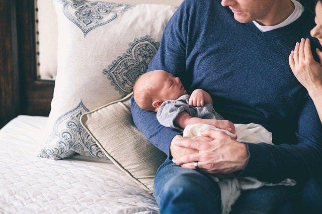 Padres, bebé, recién nacido