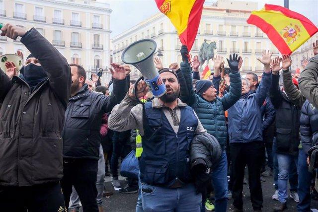 Concentración de taxistas en la puerta del Sol de Madrid
