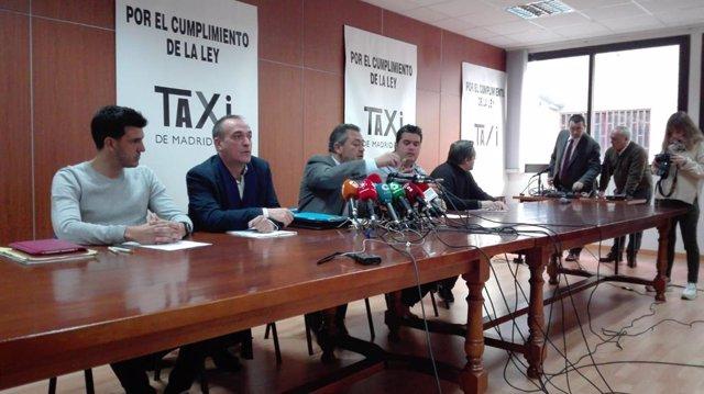 Les associacions del taxi en roda de premsa