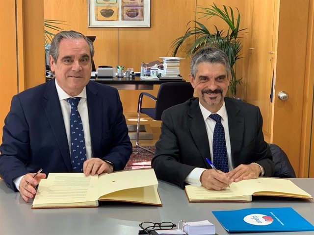 Firma convenio anefp y  Consejo General de Farmacéuticos