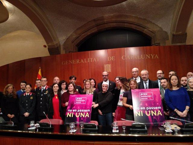 Els consellers Elsa Artadi i Miquel Buch amb impulsors del protocol de segurid