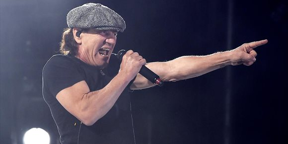 2. ¿Ha confirmado al fin Brian Johnson que canta en el nuevo álbum de AC/DC?
