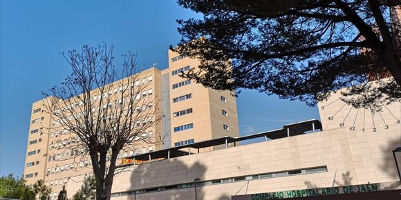 7. Roban en Jaén las pantallas de la sala de espera del hospital de día de Oncología