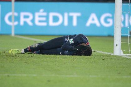 Neymar evita el quirófano pero estará diez semanas de baja
