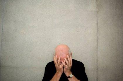 La ansiedad clínicamente significativa aumenta casi tres veces el riesgo de demencia en mayores