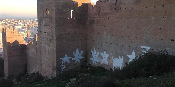 4. La Junta destina 11.000 euros a eliminar pintadas vandálicas en murallas de la Alcazaba de Almería