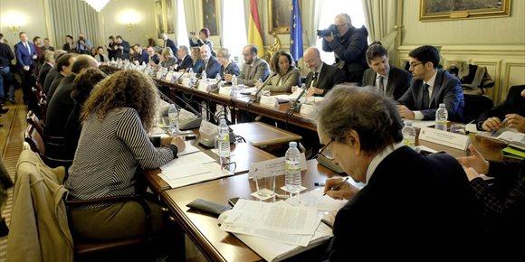 6. De Santiago-Juárez pide una Conferencia de Presidentes sobre transición energética
