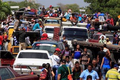 Guaidó pide a Bolsonaro y Duque que le ayuden a introducir ayuda humanitaria por las fronteras