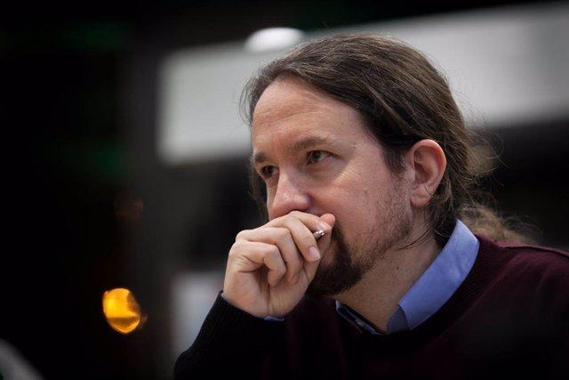 el secretario general de Podemos, Pablo Iglesias, y el subdirector de La Vanguar