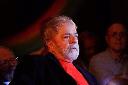 Lula se pierde el funeral por su hermano