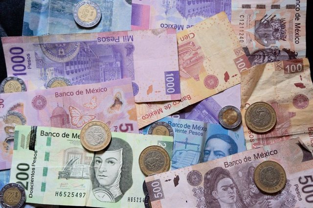 Pesos mexicanos dinero economía México