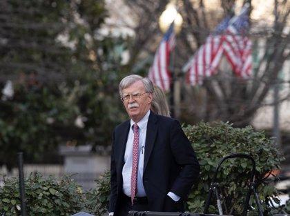 Bolton aconseja a bancos y empresas de EEUU que no hagan negocios con materias primas venezolanas