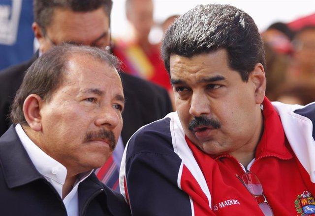 Venezuelan vice president Nicolas Maduro (R) and Nicaragua's President Daniel Or