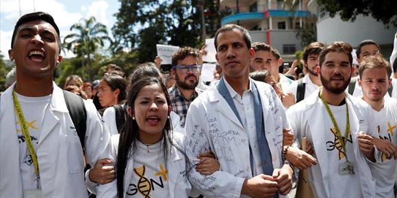 10. Guaidó afirma que la oposición venezolana celebró reuniones clandestinas con militares