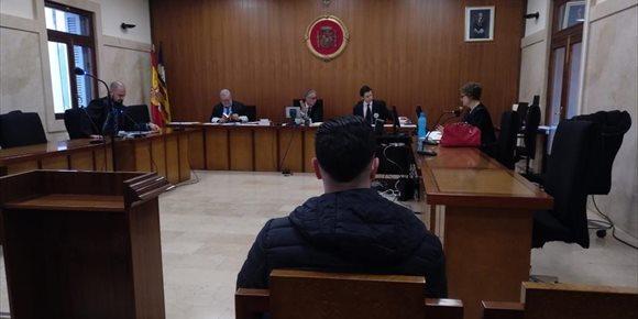5. Condenan a tres años de cárcel a un hombre que intentó tirar por un precipicio a un guardia civil en Mallorca