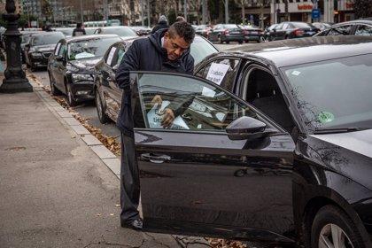 """Uber deixarà de funcionar a Barcelona aquest divendres per les """"restriccions"""" als VTC"""