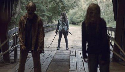 """Alpha declara la guerra en el nuevo tráiler de The Walking Dead: """"Habrá conflicto"""""""