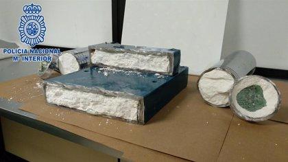Detienen a un colombiano que quería introducir por Barajas (Madrid) más de 7 kilos de cocaína ocultos en una prensadora