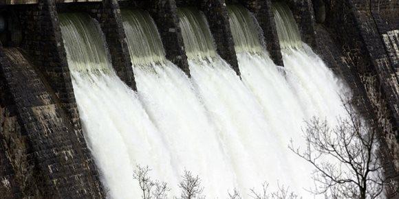 6. Los embalses del Zadorra (Álava) continúan desembalsando 75 metros cúbicos por segundo