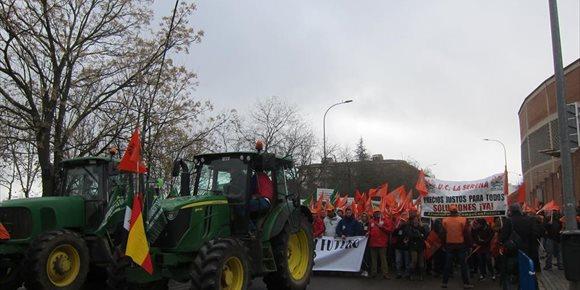 1. Miles de agricultores salen a la calle en Badajoz para pedir al Gobierno que actúe ante los bajos precios del campo