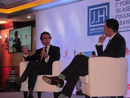 """Aznar dice que España """"ha hecho el ridículo"""" con Venezuela y tilda de """"disparate"""" la postura de la UE"""